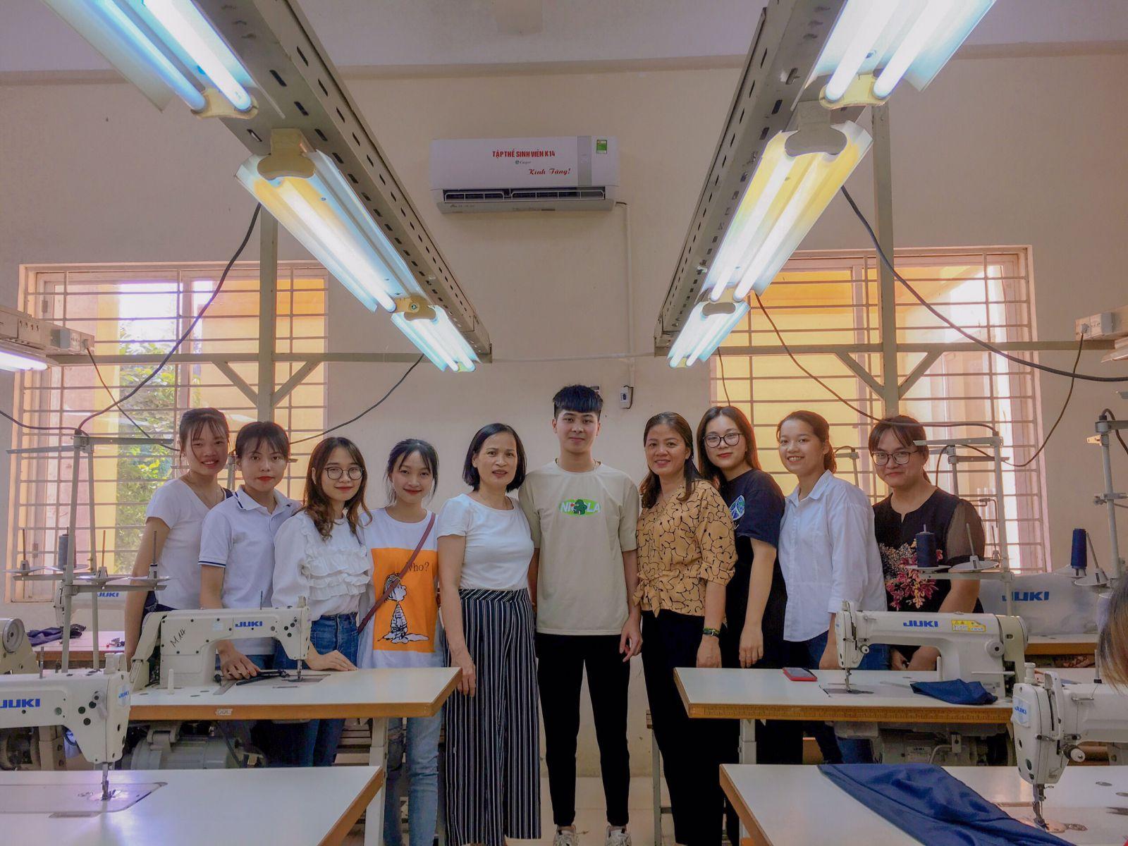 Món quà tri ân các thầy, cô của sinh viên khóa 14